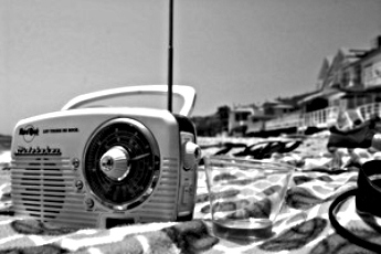 transistor radio beach 2