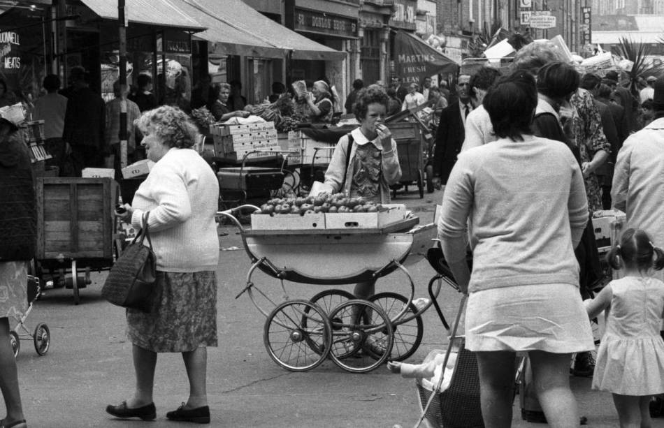 Fruit-in-a-pram-Heinrich-Klaffs-Dublin-1973-1280x827