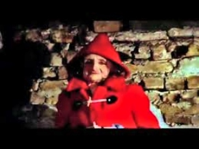 red coat don't look now